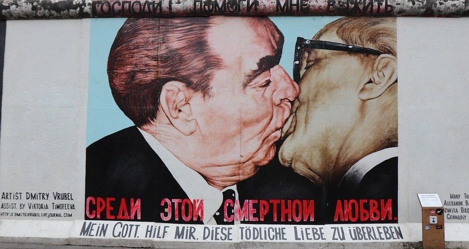 rsz_berlin_wall_kiss